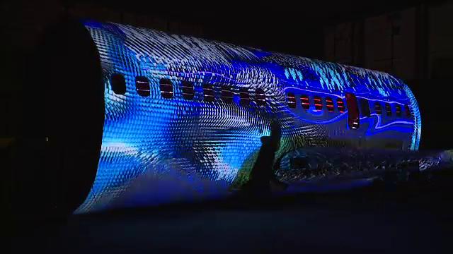 """Proiect unic în lume, la București: Avion transformat în opera de artă. """"N-am văzut așa ceva în viața mea"""""""