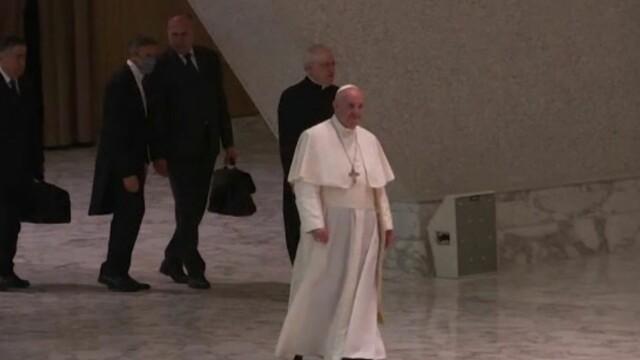 Papa va ţine slujba de Crăciun doar online. Bisericile ortodoxe şi catolice rămân deschise, în România