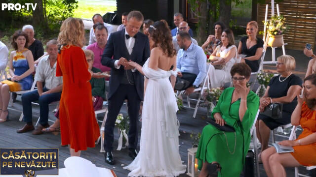 """""""Căsătoriți pe nevăzute"""". Miresei i s-a făcut rău după ceremonie: """"Sunt debusolată"""" - Imaginea 5"""