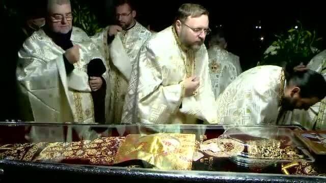 Pelerinajul de la Sfânta Parascheva. Mii de persoane au trecut pe la moaște. VIDEO - Imaginea 5