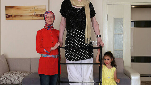 Cea mai înaltă femeie din lume este din Turcia şi are peste 2,15 metri - Imaginea 3