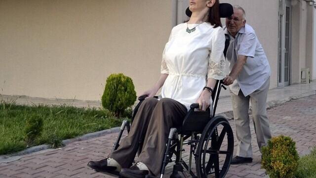 Cea mai înaltă femeie din lume este din Turcia şi are peste 2,15 metri - Imaginea 4