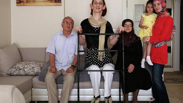 Cea mai înaltă femeie din lume este din Turcia şi are peste 2,15 metri - Imaginea 8