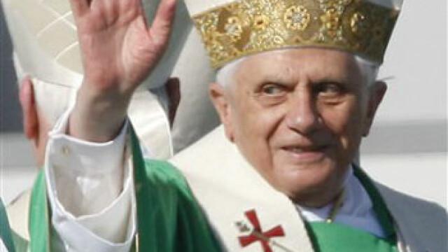 Papa condamna coruptia bancherilor si politicienilor lumii