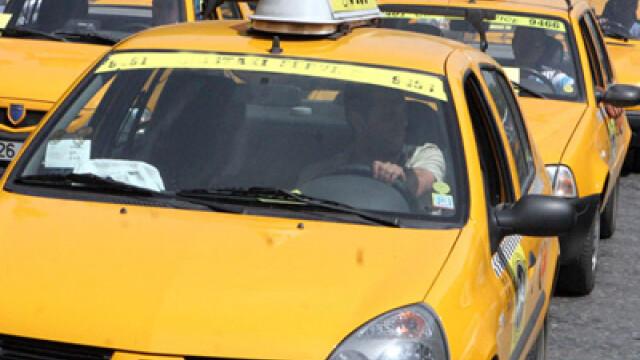 Peste 100 de taximetristi au iesit in strada