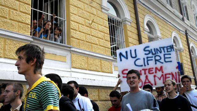 Studentii ameninta cu greva daca nu li se vor majora bursele