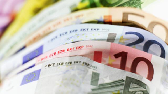 Leul continua sa se deprecieze fata de euro
