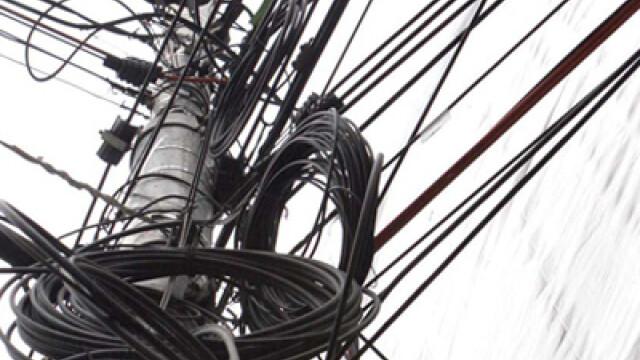 Stalp si cabluri