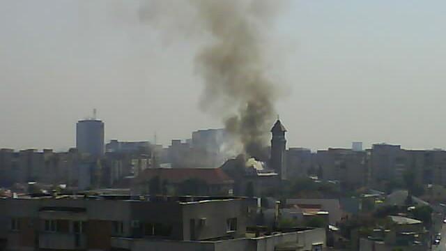 Foc la Primaria Sectorului 1! Acoperisul a fost distrus!