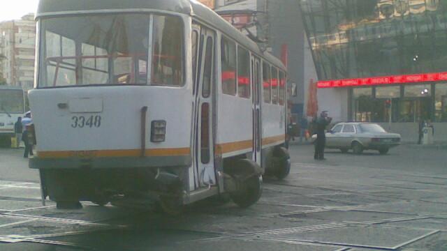 A traversat in graba, s-a impiedicat si a fost calcata mortal de tramvai!