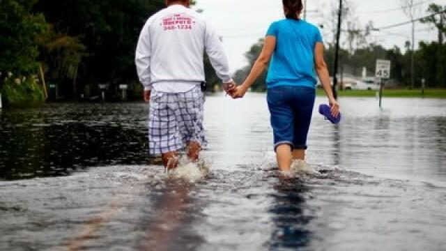 GALERIE FOTO. America inecata de ploile torentiale: 5 morti si 100.000 de oameni evacuati