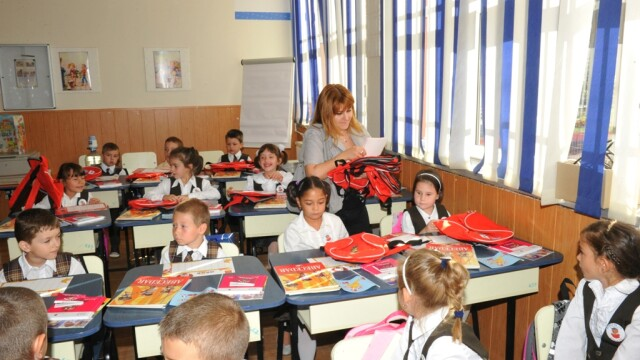 (P) Carrefour le ureaza elevilor de clasa I