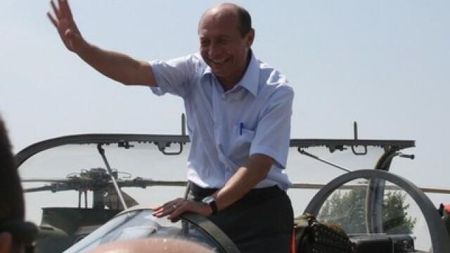 Romania vrea sa cumpere avioane americane F16, dar n-are bani. Basescu are o propunere pentru Obama