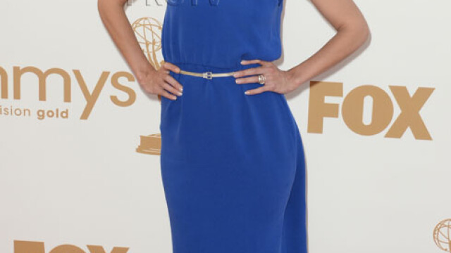 A pasit pe covorul rosu in rochia de mers la piata. Ce vedeta s-a facut de ras la Emmy. GALERIE FOTO - Imaginea 1
