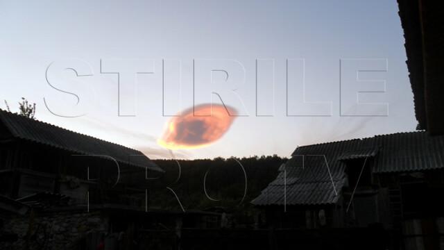 UPDATE: Spectacol pe cer in doua judete din Romania. Formele spectaculoase oferite de nori - Imaginea 4