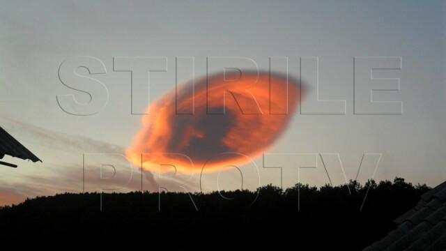 UPDATE: Spectacol pe cer in doua judete din Romania. Formele spectaculoase oferite de nori - Imaginea 5