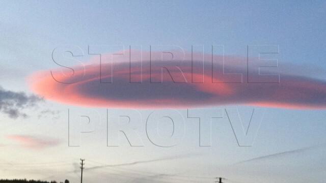 UPDATE: Spectacol pe cer in doua judete din Romania. Formele spectaculoase oferite de nori - Imaginea 7