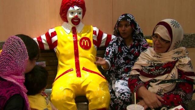 Strategie de marketing inedita. Cum vrea McDonald\'s sa-i convinga pe indieni sa manance la fast-food