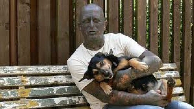 Acest barbat poate fi presedintele unei tari de langa Romania. Afla-i povestea deosebita. FOTO&VIDEO - Imaginea 8