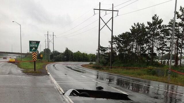 Un sofer a avut parte de socul vietii dupa ce a plonjat cu masina intr-o groapa de pe autostrada