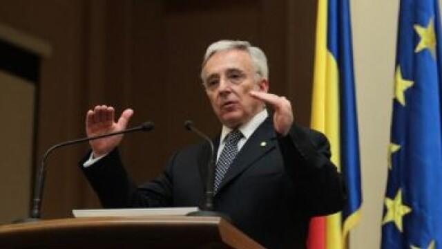 Mugur Isarescu: Vom intra in zona euro cand o autostrada va trece Carpatii. Sa se dezvolte si Las Fierbinti