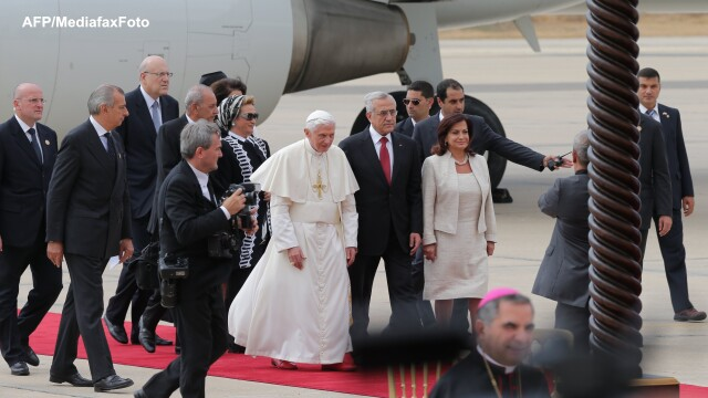 Ceremonie grandioasa in Beirut pentru Papa Benedict al XVI-lea - Imaginea 1