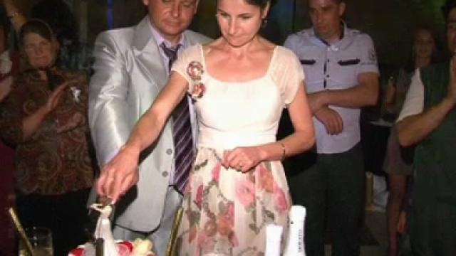 Intamplare reala in Valcea: Mireasa a plecat la spital sa nasca, sotul a taiat tortul cu cumnata lui