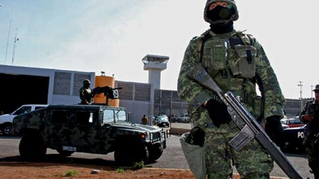 Autoritatile mexicane cauta 131 de detinuti evadati printr-un tunel