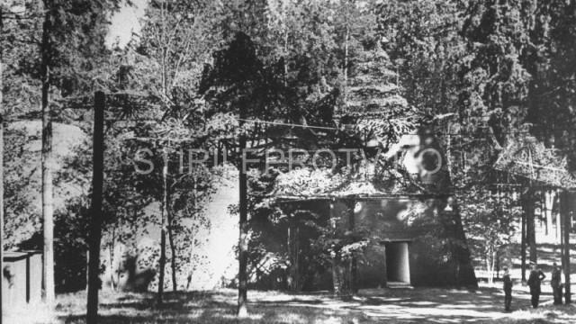 Complexul de buncare de unde Adolf Hitler coordona invazia Europei va fi transformat in muzeu - Imaginea 5