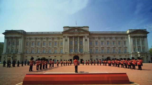 Doi barbati care ar fi incercat sa jefuiasca Buckingham Palace au fost arestati la Londra