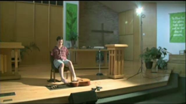 Povestea lui George Dennehy, chitaristul roman nascut fara brate, prezentata la CNN