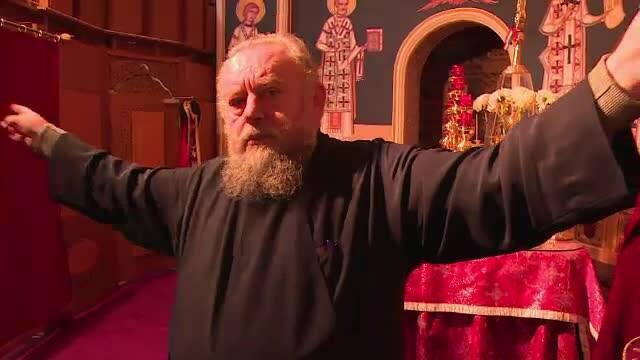 Staretul manastirii Cotmeana, fugarit de credinciosii nemultumiti de efectele rugaciunilor platite