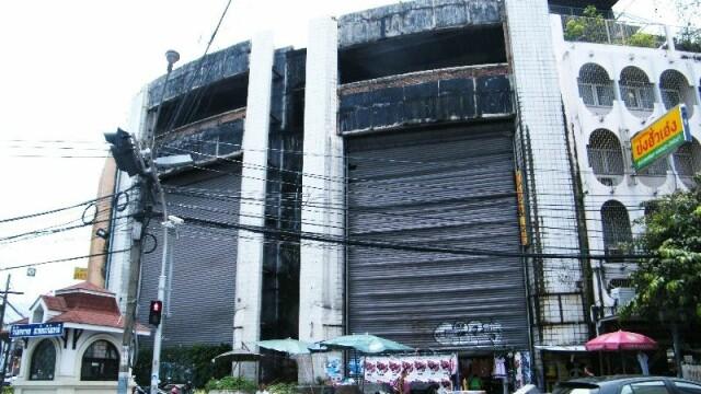 Un centru comercial abandonat de 17 ani ascunde un lucru extraordinar. Ce s-a descoperit sub el - Imaginea 1