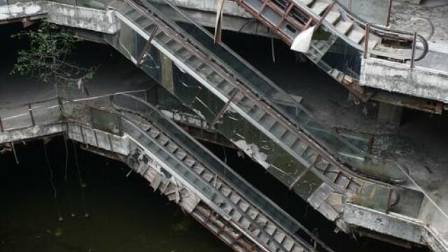 Un centru comercial abandonat de 17 ani ascunde un lucru extraordinar. Ce s-a descoperit sub el - Imaginea 4