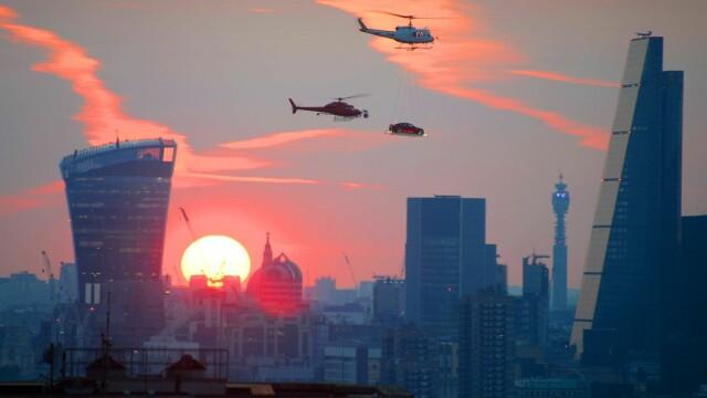 """""""Asa ceva numai in Londra se putea intampla"""". Ce au fotografiat mai multe persoane, pe cerul orasului. FOTO"""