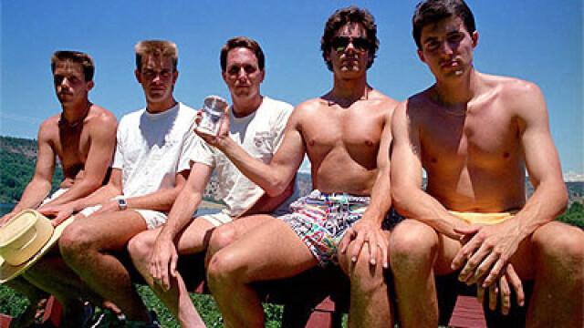 5 prieteni din SUA se intalnesc la fiecare 5 ani ca sa faca aceeasi fotografie, in aceleasi pozitii si in acelasi loc. FOTO - Imaginea 2