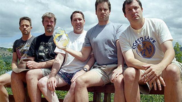 5 prieteni din SUA se intalnesc la fiecare 5 ani ca sa faca aceeasi fotografie, in aceleasi pozitii si in acelasi loc. FOTO - Imaginea 5
