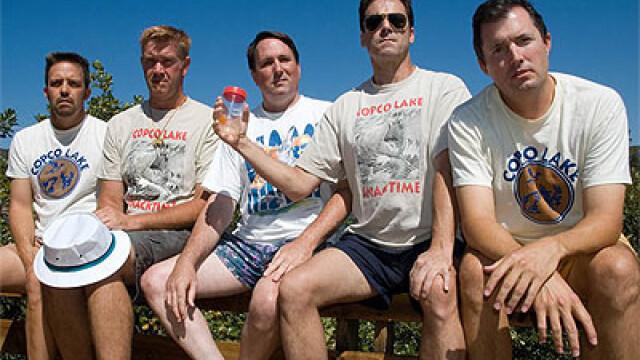 5 prieteni din SUA se intalnesc la fiecare 5 ani ca sa faca aceeasi fotografie, in aceleasi pozitii si in acelasi loc. FOTO - Imaginea 6