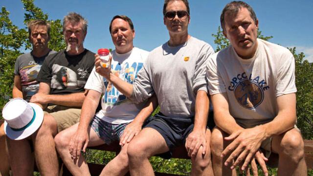 5 prieteni din SUA se intalnesc la fiecare 5 ani ca sa faca aceeasi fotografie, in aceleasi pozitii si in acelasi loc. FOTO - Imaginea 7