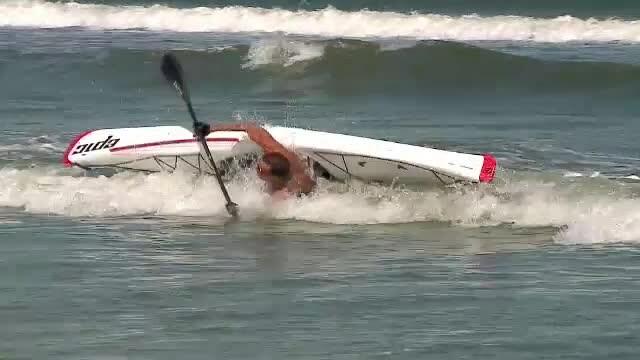 Radu Mazare, salvat de bodyguarzi dupa ce s-a rasturnat cu o canoe. \