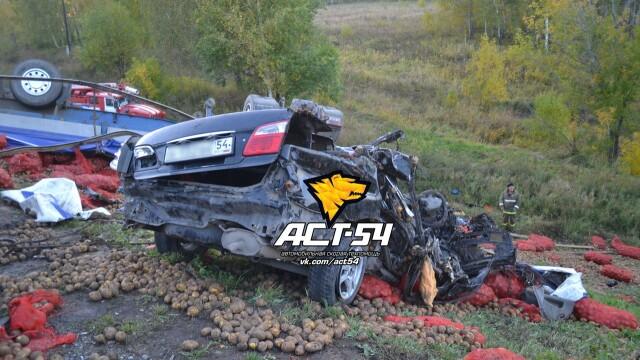 Accident oribil in Rusia: doua tinere au murit ingropate in cartofi. IMAGINILE SOCANTE surprinse de echipajul de descarcerare - Imaginea 4