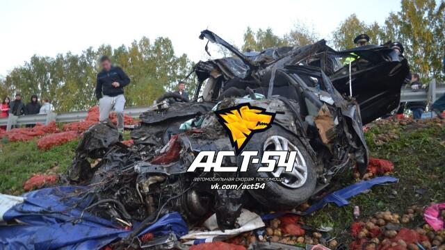 Accident oribil in Rusia: doua tinere au murit ingropate in cartofi. IMAGINILE SOCANTE surprinse de echipajul de descarcerare - Imaginea 6