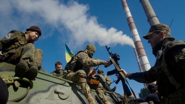 Trei militari au fost ucisi si 12 civili au fost raniti in confruntarile din estul Ucrainei