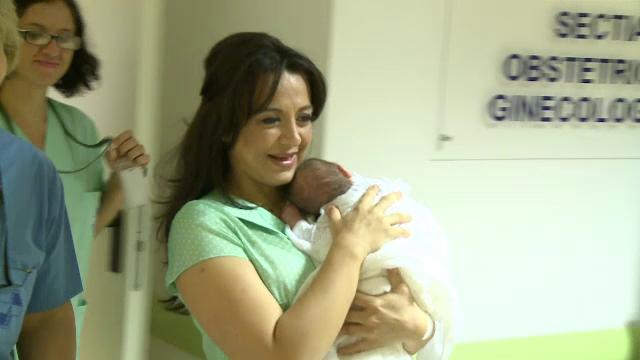 Oana Mizil a fost externata din maternitate. Iubita lui Marian Vanghelie spune ca isi mai doreste un copil