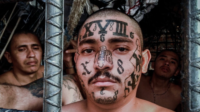 Membrii acestei bande de gangsteri din El Salvador sunt atat de violenti, incat au propria lor inchisoare. Ce este MS-13 - Imaginea 1