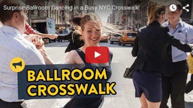 Spectacol de dans desfasurat in mijlocul celei mai aglomerate strazi din New York