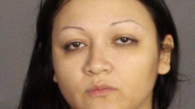 O femeie din Texas, retinuta pentru posesie de droguri, i-a socat pe politisti. Unde tinea ascuns un pistol