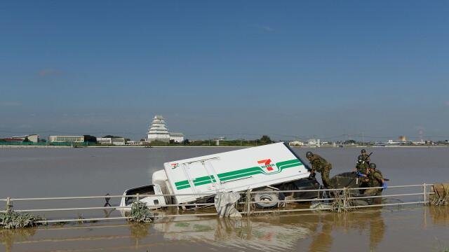 Imagini ca in filmele horror in Japonia devastata de ape. Peste 100 de persoane sunt blocate intr-un spital inundat - Imaginea 1
