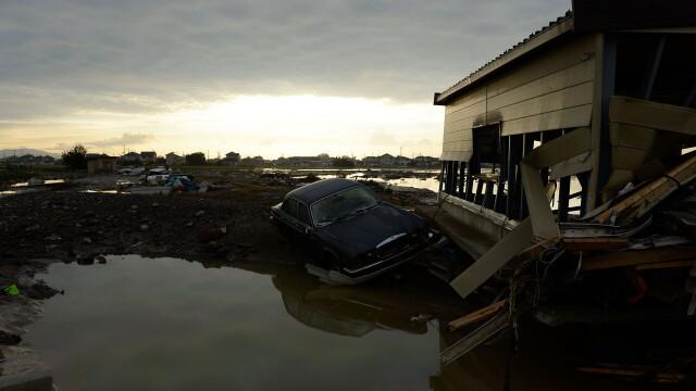 Imagini ca in filmele horror in Japonia devastata de ape. Peste 100 de persoane sunt blocate intr-un spital inundat - Imaginea 3