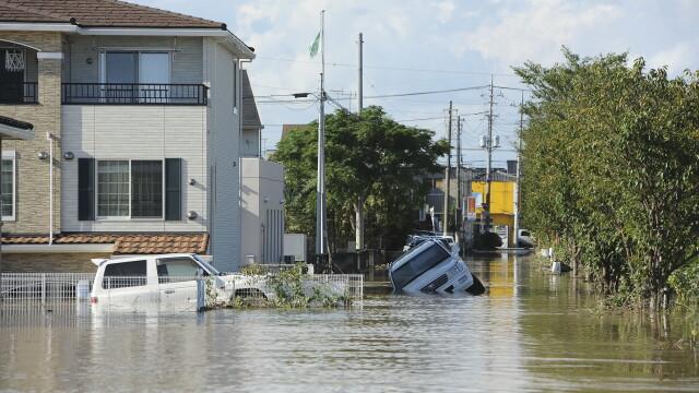 Imagini ca in filmele horror in Japonia devastata de ape. Peste 100 de persoane sunt blocate intr-un spital inundat - Imaginea 4